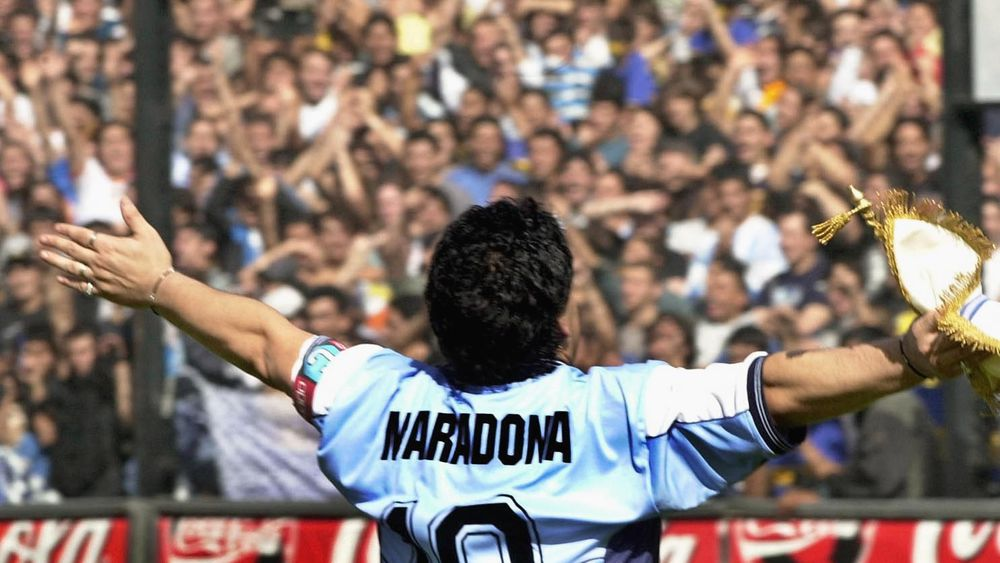 MARADONA, L'ILLUSTRE HÔTE DES CÉLESTES PRAIRIES DU FOOTBALL